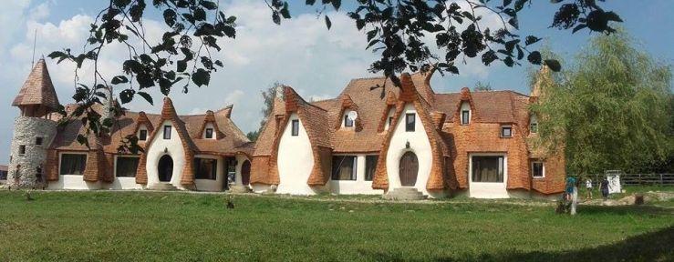 castelul-de-lut-din-valea-zanelor-sau-visul-oricarui-copil-devenit-realitate-cum-arata-superba-constructie