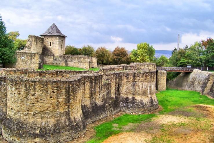 Cetatea-de-scaun-bucovina-1024x683