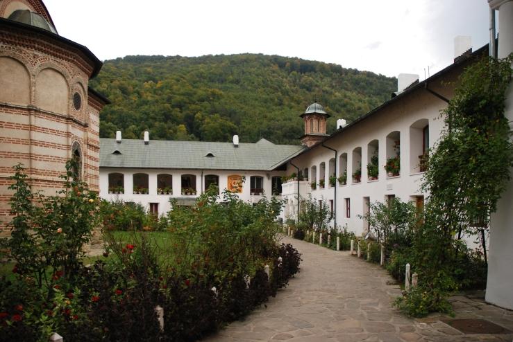 manastirea-cozia-1