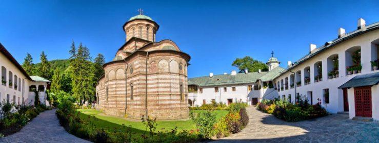 manastirea-cozia-manastiri-din-romania-1024x388